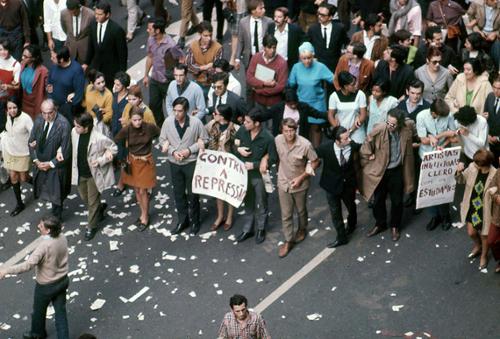 Uma das raras fotos coloridas de 1968, pelas lentes de David Drew Zing