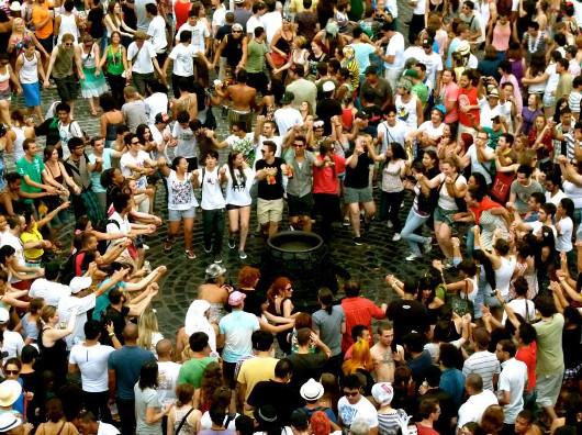 """""""Umbigo de Curitiba"""", Carnaval da Garibaldis e Sacis, foto por Eduardo Baxo"""