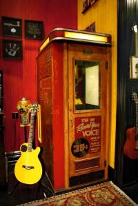 Third_Man_Recording_Booth_1366133958_crop_550x824