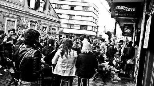 Trajano e paralela tomadas pelas pessoas. Foto por La Santa Bar